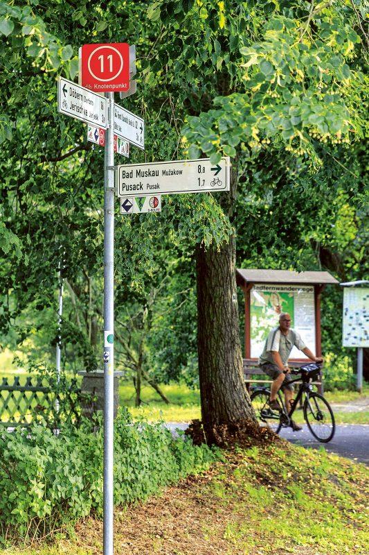 Knotenpunkt Oder-Neiße-Radweg: Nach Bad Muskau geht's rechts lang.
