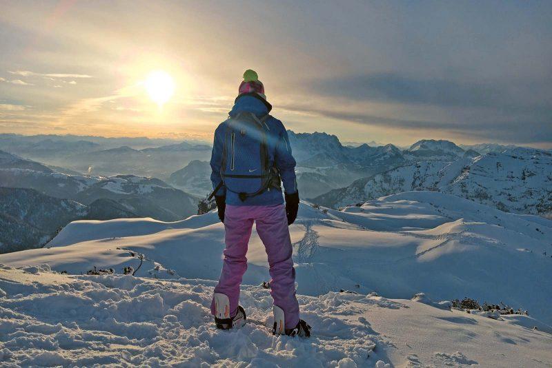 Wenn die Sonne den Pulverschnee zum Glitzern bringt, ist der Tag über der Winklmoosalm ein Fest für die Sinne.
