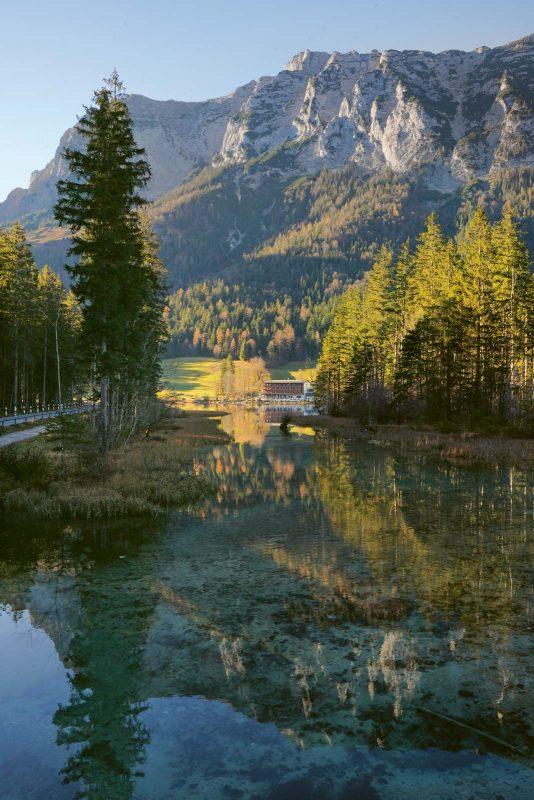 Zu jeder Jahreszeit ein Fest für die Sinne: der Weg durch den Zauberwald zum Hintersee
