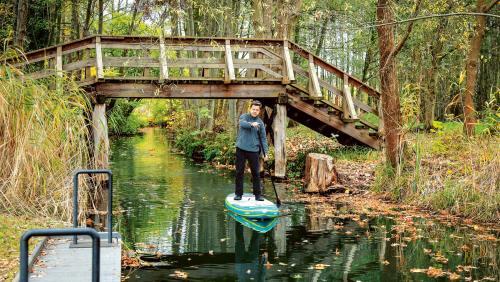 Ein beinahe meditativer Akt: sich durchs Wasser treiben zu lassen und eins mit der Natur zu sein