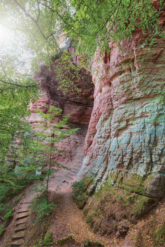 Eingang zur sagenumwobenen Genovevahöhle im Kylltal