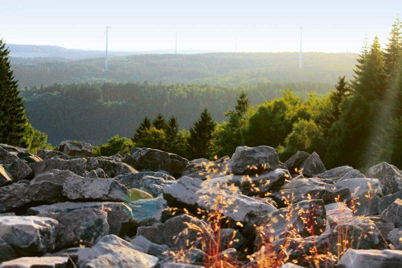 Blick von der Traumschleife Dollberg auf den keltischen Ringwall (Hunnenring) bei Otzenhausen