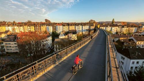 Die Nordbahntrasse bringt den Radfahrer von Hattingen nach Wuppertal.