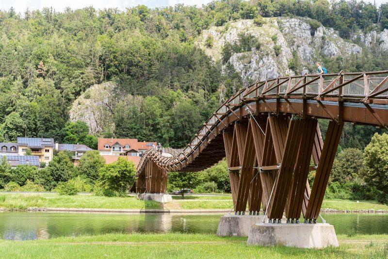Mit fast 190 m ist die Brücke bei Essing über den Main-Donau-Kanal die zweitlängste Holzbrücke Europas.