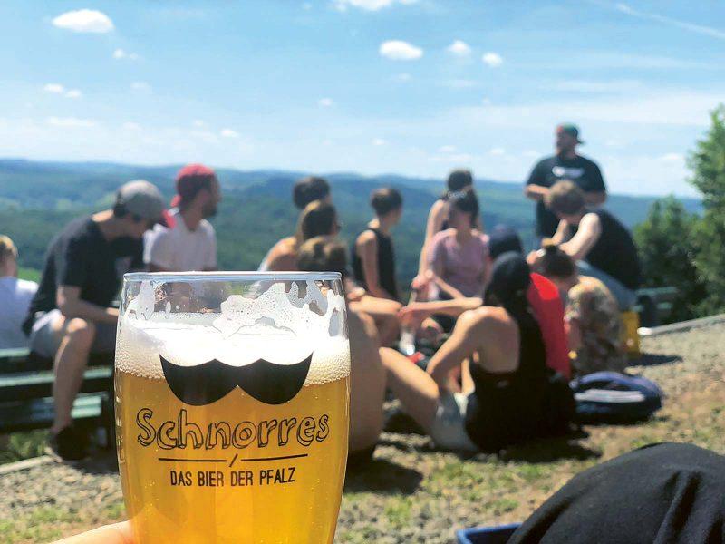 Ein besonderer Genuss bei einer Wanderrast: ein kühles Bier an der Kupferberghütte