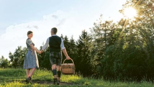 Tracht ist »in«, auch in Franken, und zum zünftigen Picknick passt sie besonders gut.
