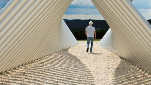 Skulptur zum Begehen und Begreifen: »Enger und weiter Horizont«