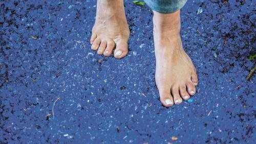 Der Barfußpark Egestorf bietet jede Menge Sinnesabenteuer für eure Füße.
