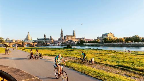 Zwischenstopp Dresden: Ein Blickfang sind Frauenkirche, Ständehaus, Residenzschloss, Hofkirche und Augustusbrücke.