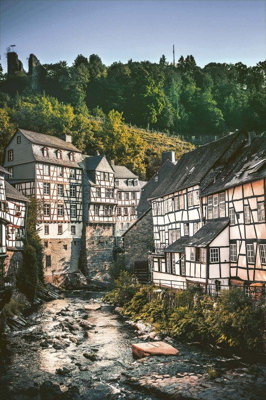Das Städtchen Monschau bezaubert mit seinem mittelalterlichen Ortskern.