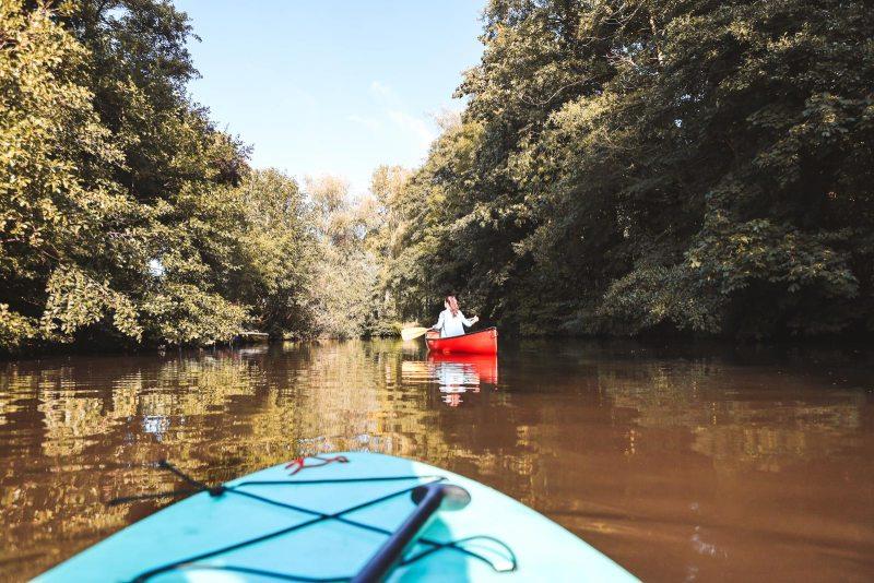 Mit dem Kanu auf dem Wasser