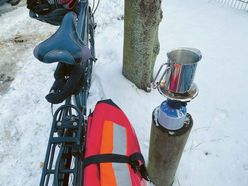 Praktisches Utensil für längere Radtouren: ein kleiner Campingkocher