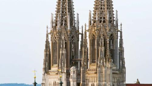 Blick auf den Dom St.Peter in Regensburg, eine der bedeutendsten gotischen Kathedralen Deutschlands