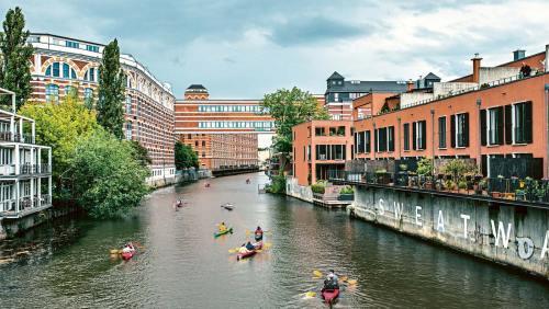 Paddeln auf Leipzigs Gewässern zeigt die Stadt und ihre Sehenswürdigkeiten aus einem völlig neuen Blickwinkel.