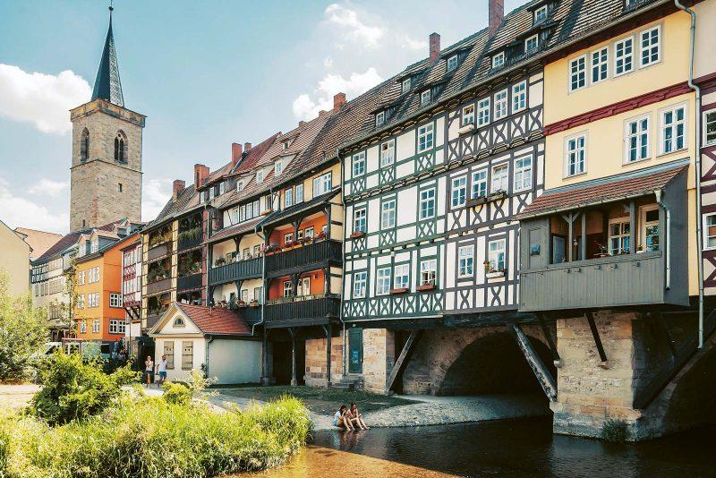 Bildschönes Wahrzeichen Erfurts: Die Krämerbrücke gilt als längste durchgehend bebaute Brücke nördlich der Alpen.