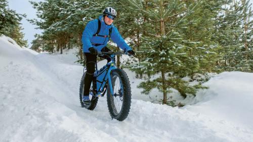 Extrabreite Reifen sorgen dafür, dass Rad  und Radler nicht im Schnee versinken.
