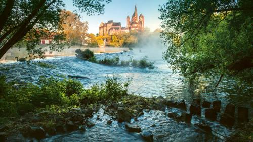 Der Limburger Dom: in exponierter Lage auf einem Felsen über dem Fluss