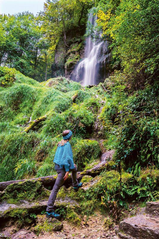 Wasserfallsteig in Bad Urach: beinahe wie ein üppig-grüner Dschungel