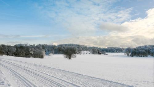 Die 16 km lange Lichtenstein-Loipe führt am Albtrauf entlang und gilt als eine der schönsten auf der Schwäbischen Alb.