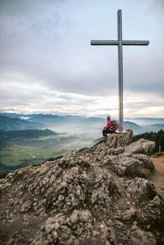 Der Gipfel des Hochhäderich markiert die Grenze zwischen Deutschland und Österreich.