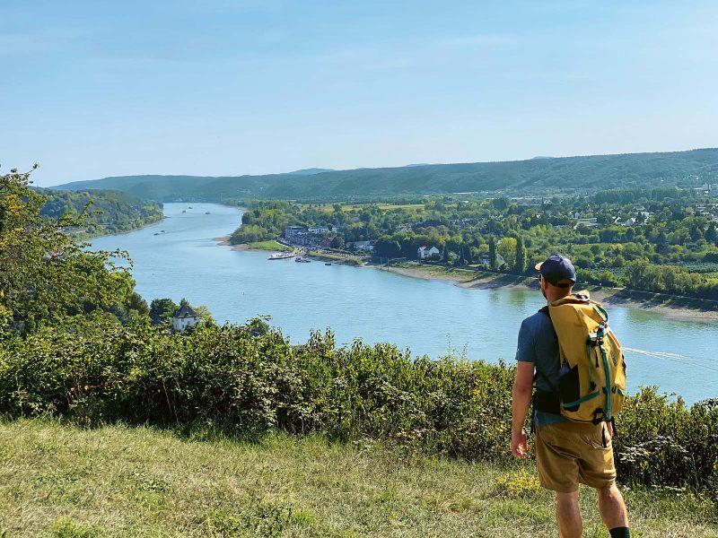 Und immer wieder bieten sich herrliche Ausblicke auf den Rhein.